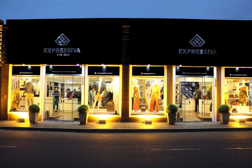 Liquidação abrange também as melhores marcas e últimas tendências em moda  masculina na Expressiva For Men e00aee9434ca6