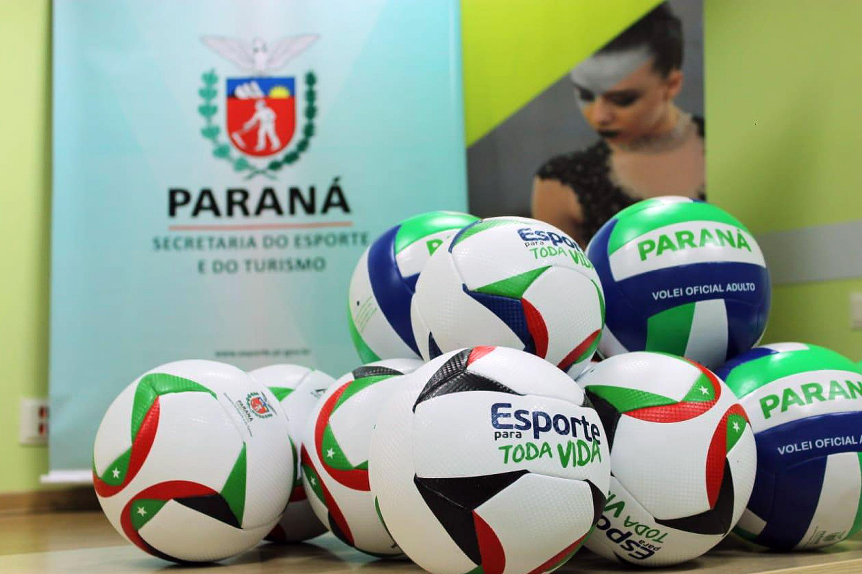 Escolas estaduais recebem kits de materiais esportivos  18f5ba8d9c1fa